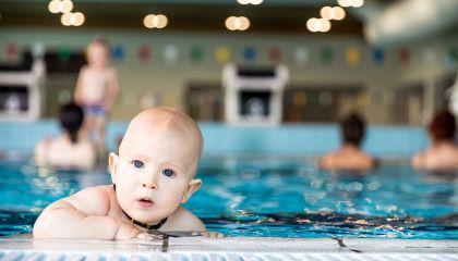 Nemokamos kūdikių mankštos vandenyje