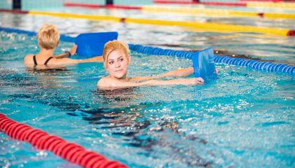 Vandens aerobika su trenere Marina